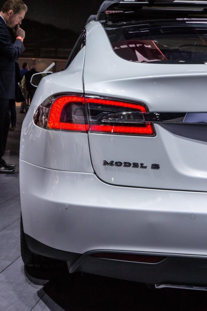 tesla model s p85d 2015 taillight