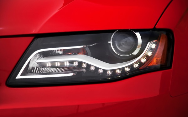 2011-audi-A4-quattro-headlamp